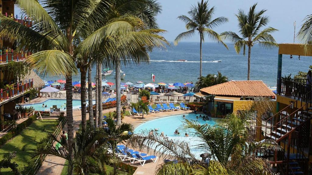 A view of the pool at Cabañas del Capitan or nearby