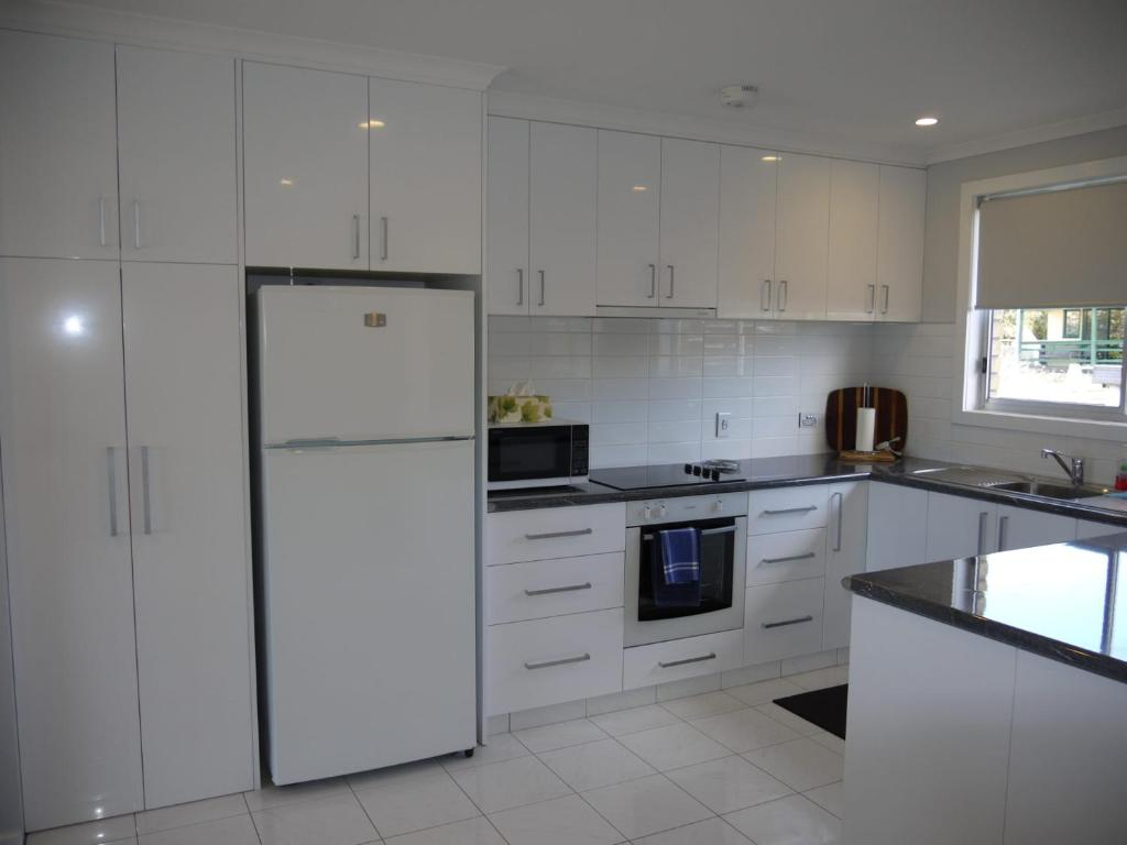 A kitchen or kitchenette at Luxurious Central Unit