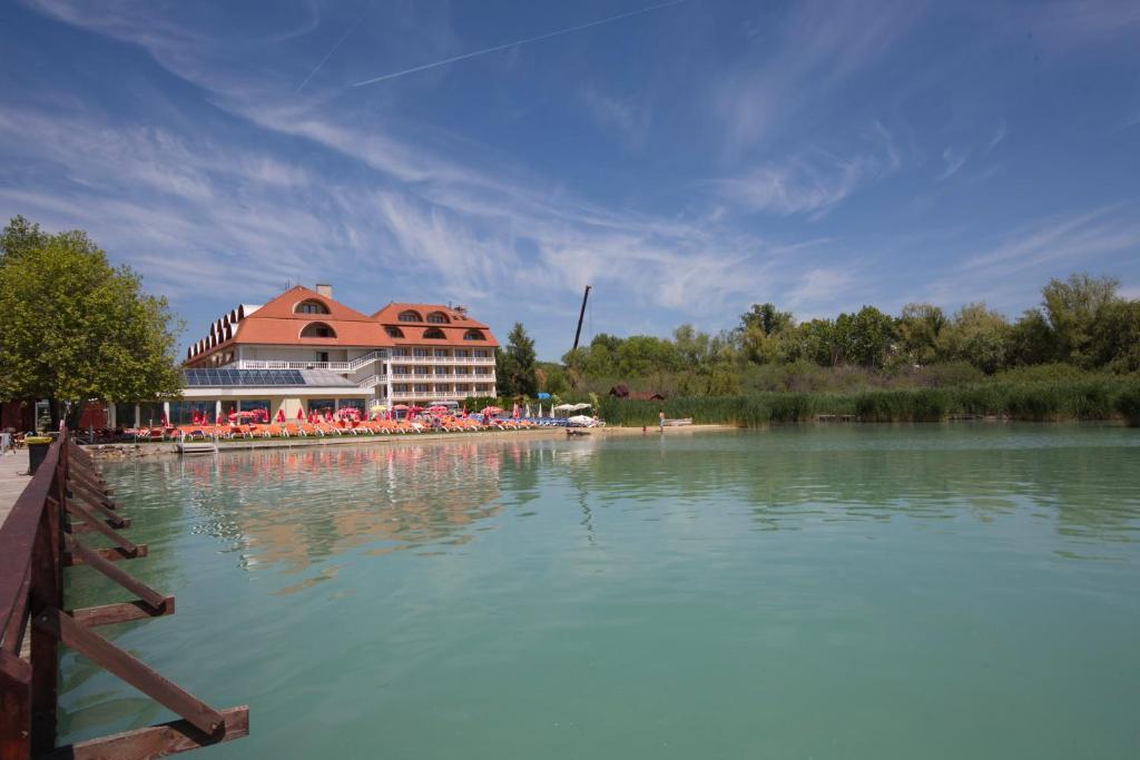 Flamingó Wellness Hotel