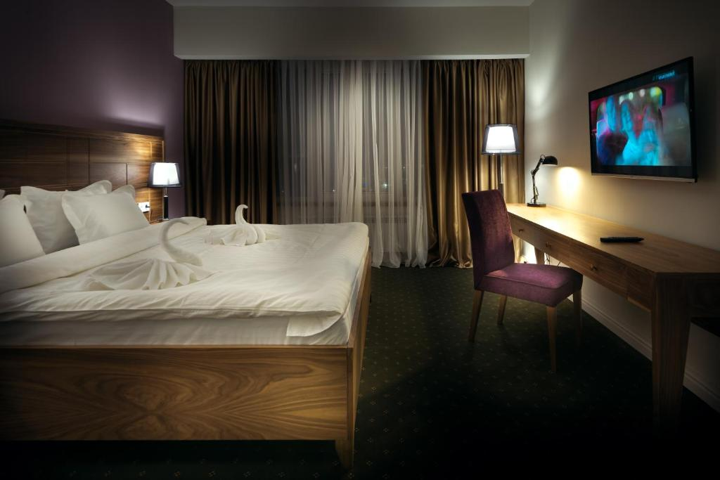 A bed or beds in a room at The Square