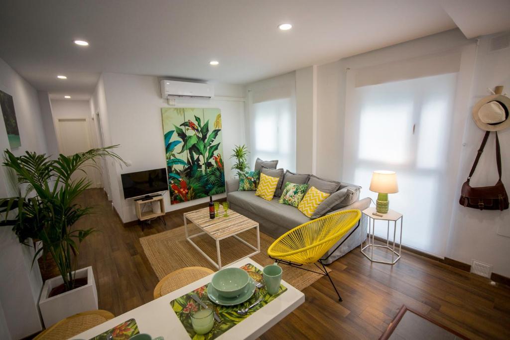 Apartamento Tropical, Cádiz, Spain - Booking.com
