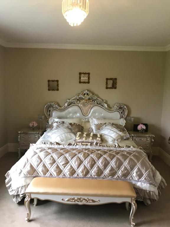 A bed or beds in a room at Citywest Saggart luxury ensuite room