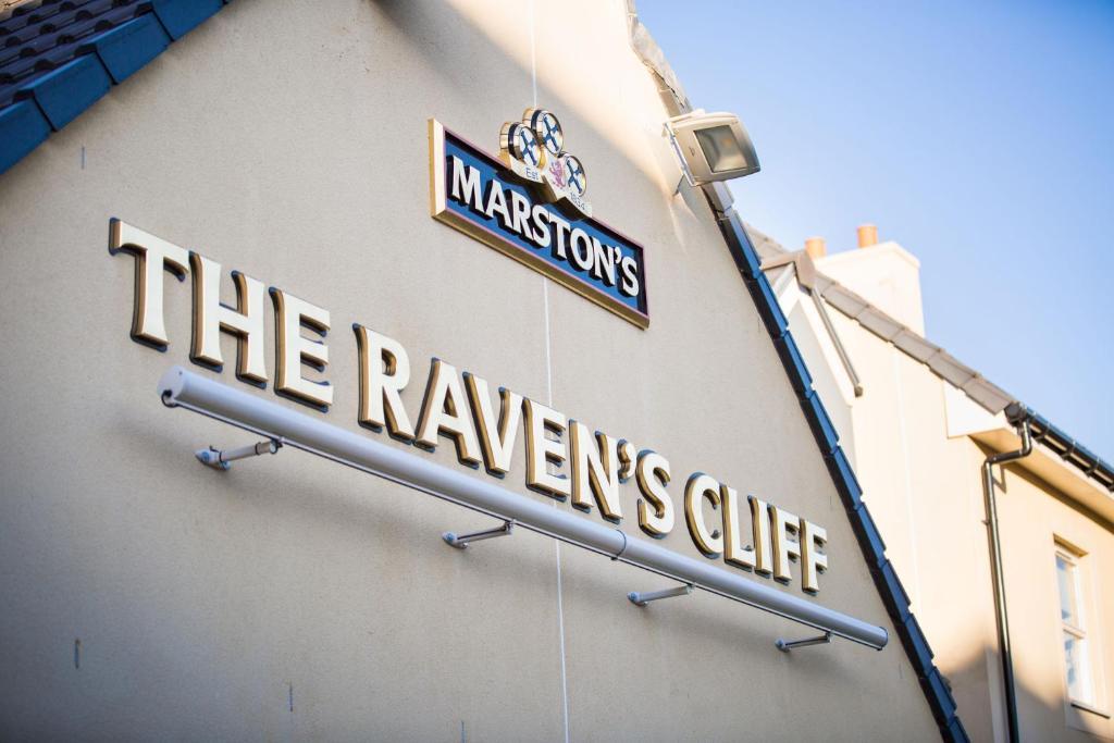 pripojiť môj priestor, ktorý je tak Raven 11 rozdiel medzi datovania muža a chlapca