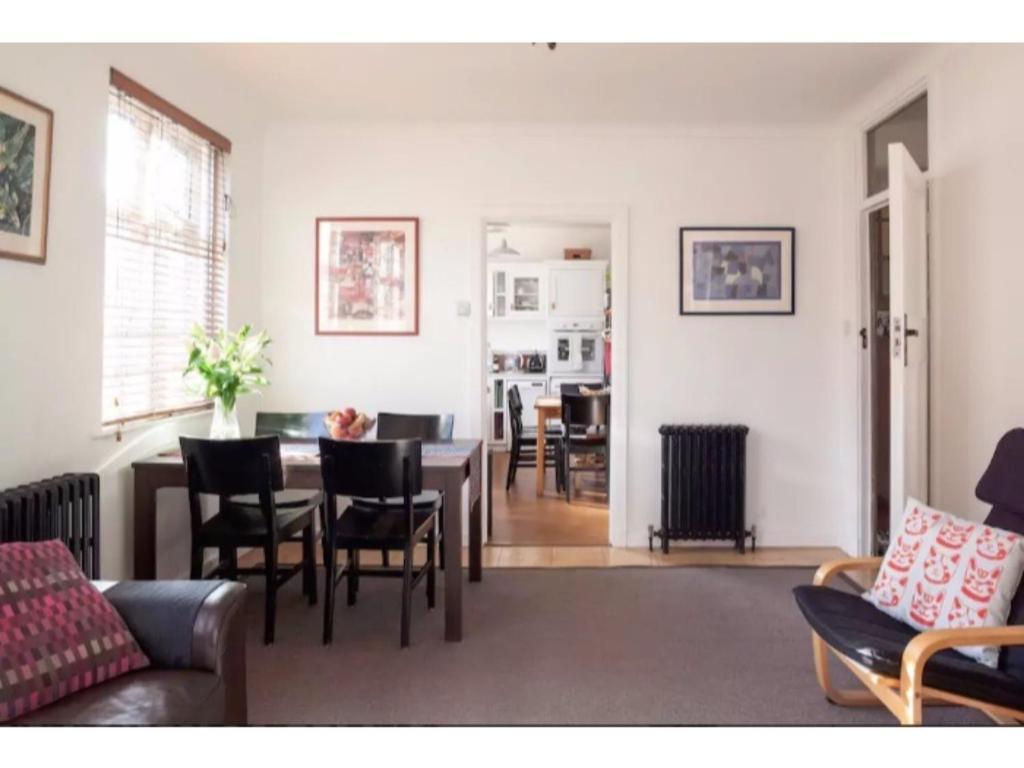 Coin salon dans l'établissement Gorgeous Abbey Road Flat Sleeps 6