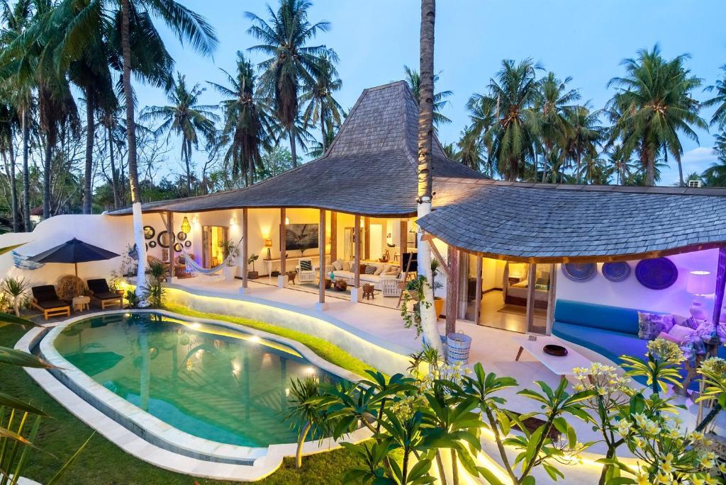 Piscine de l'établissement De'Coco Villa and Suites ou située à proximité