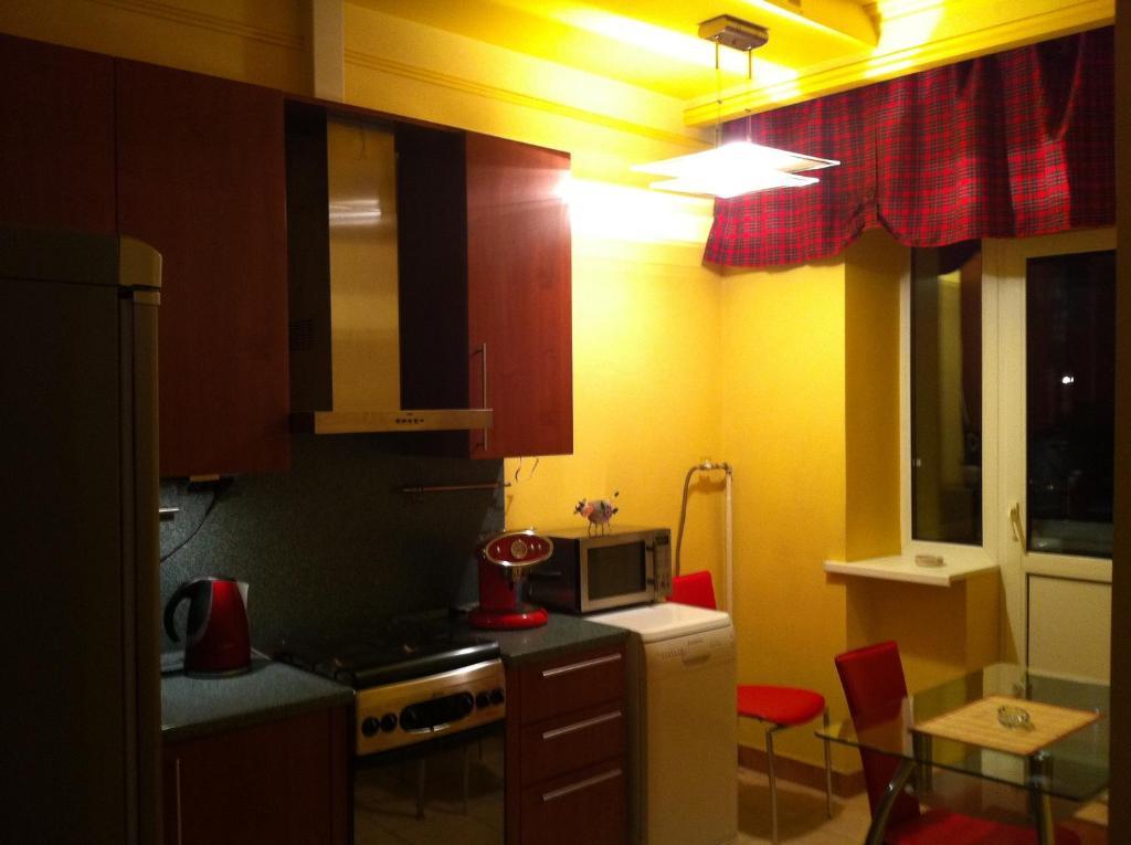 Una cocina o zona de cocina en A-Hostels on Tri vokzala