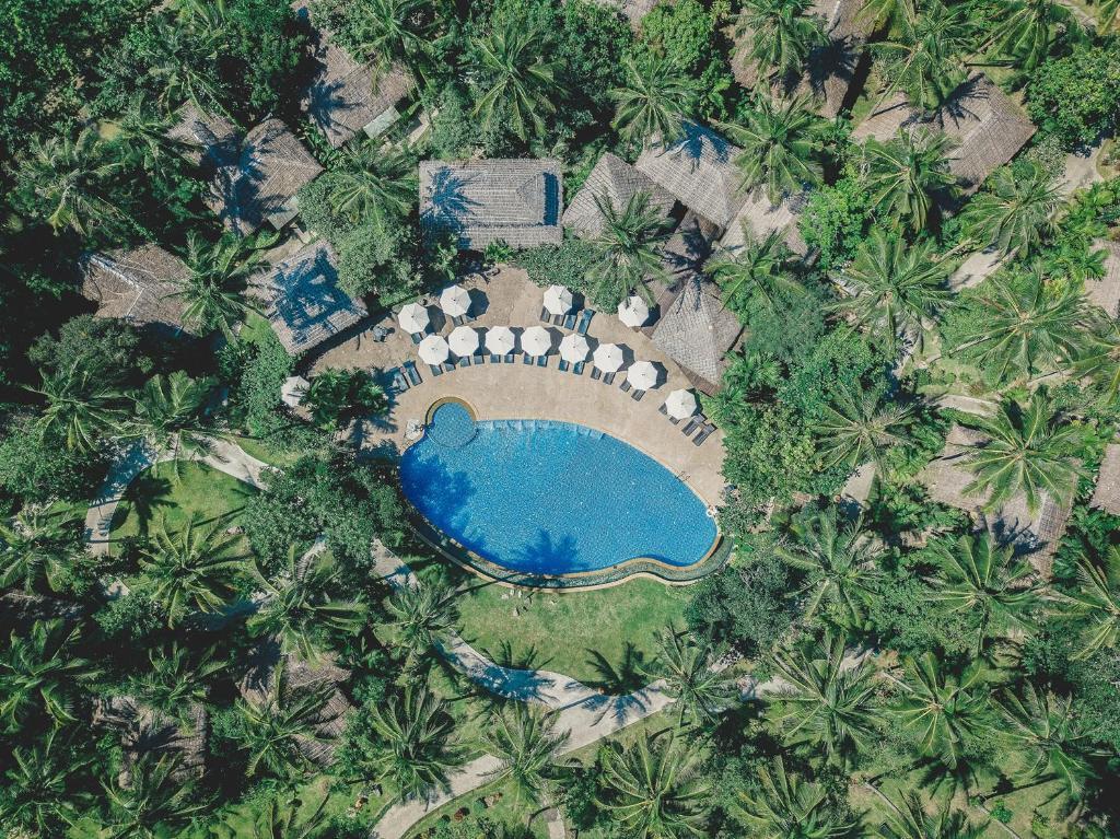 Uitzicht op het zwembad bij Ban Sainai Resort of in de buurt