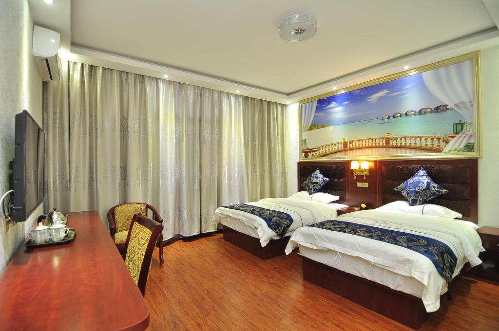 เตียงในห้องที่ Hanggong Holiday Hotel