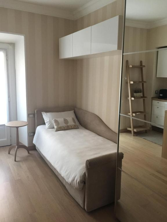 A bed or beds in a room at Appartamento Milano