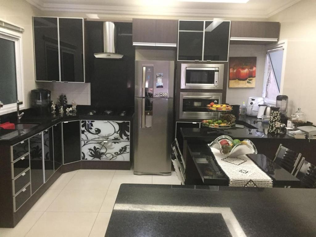 A kitchen or kitchenette at Apartamento Perfeito.