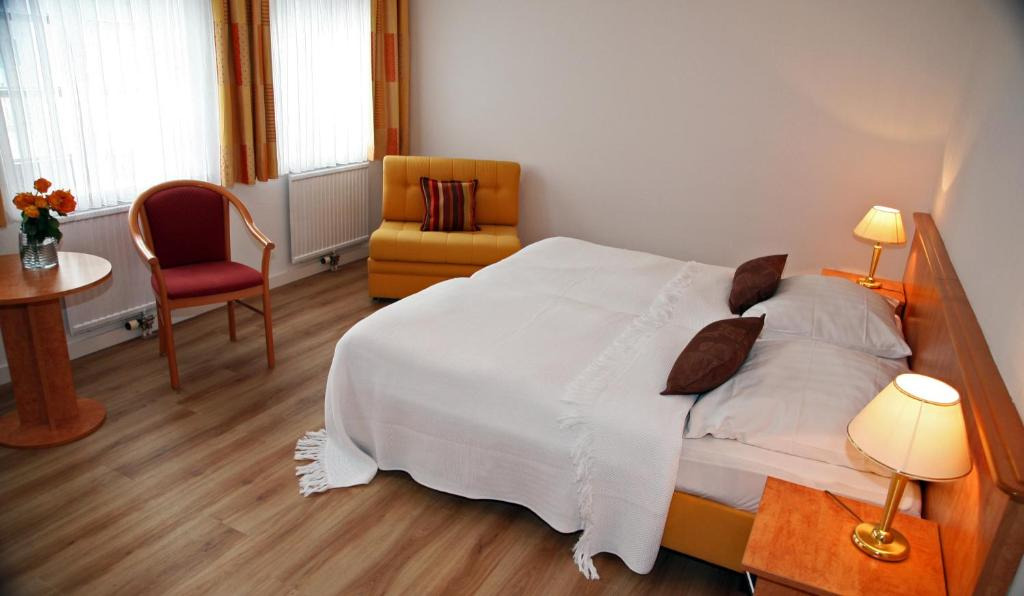 Ein Bett oder Betten in einem Zimmer der Unterkunft Unterbaarer Hof/ Elixirion