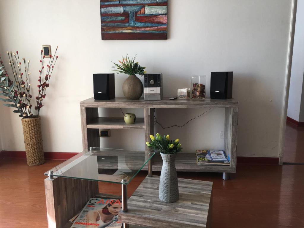 Una televisión o centro de entretenimiento en Departamento Santiago Santa Lucia