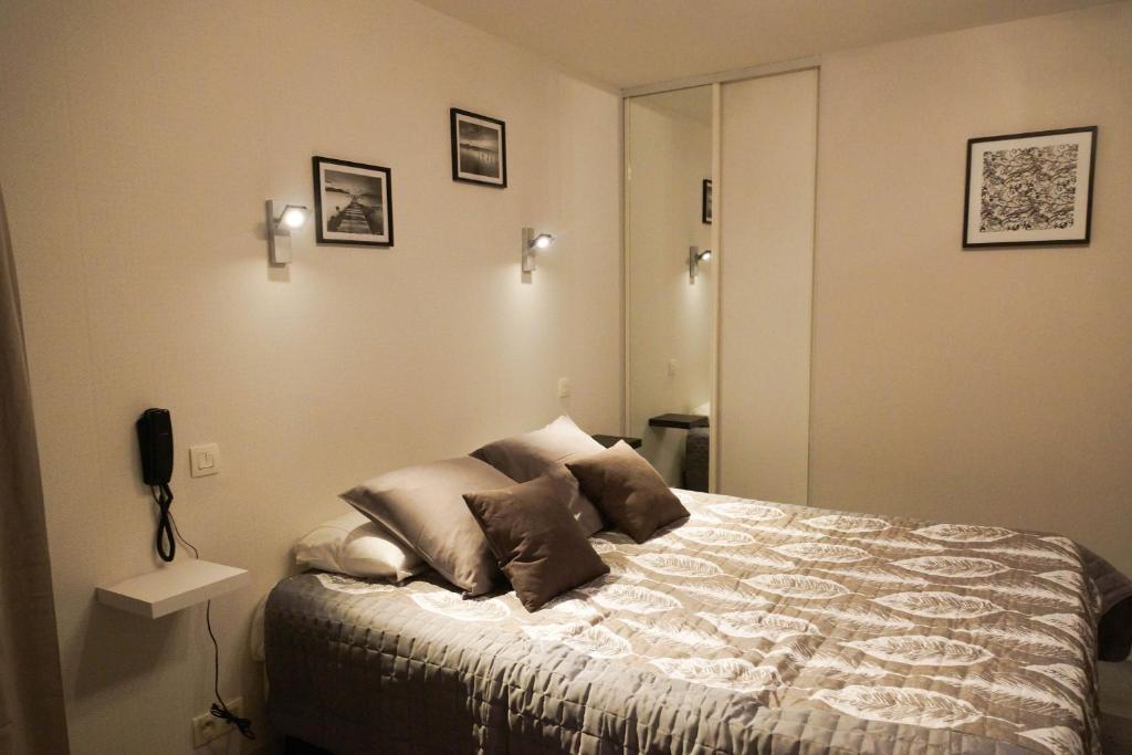 Un ou plusieurs lits dans un hébergement de l'établissement Hotel La Diligence
