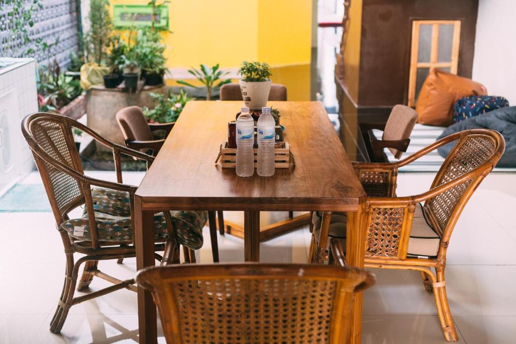 Majoituspaikan Aekkeko hostel ravintola tai vastaava paikka