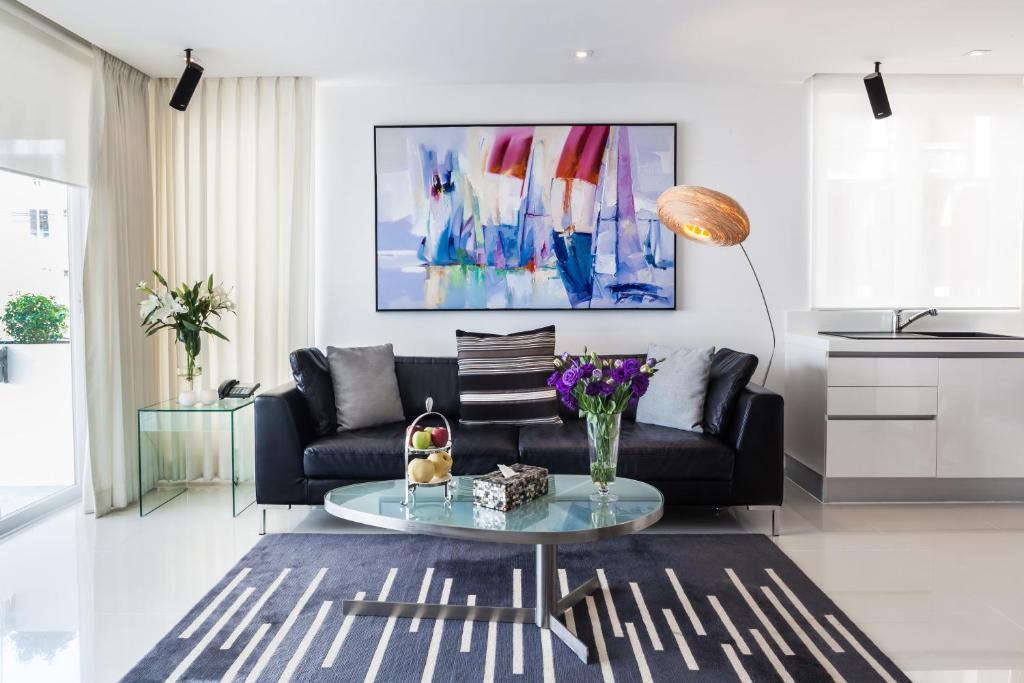 Uma área de estar em BYD Lofts - Boutique Hotel & Serviced Apartments