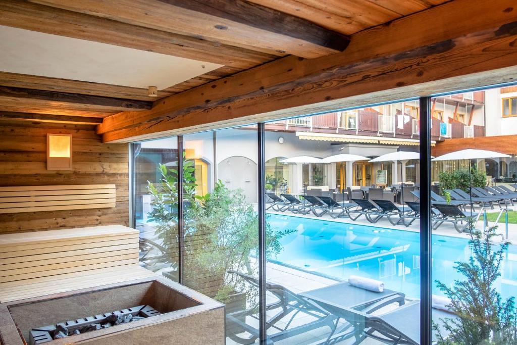 The swimming pool at or near Vulkanlandhotel Legenstein