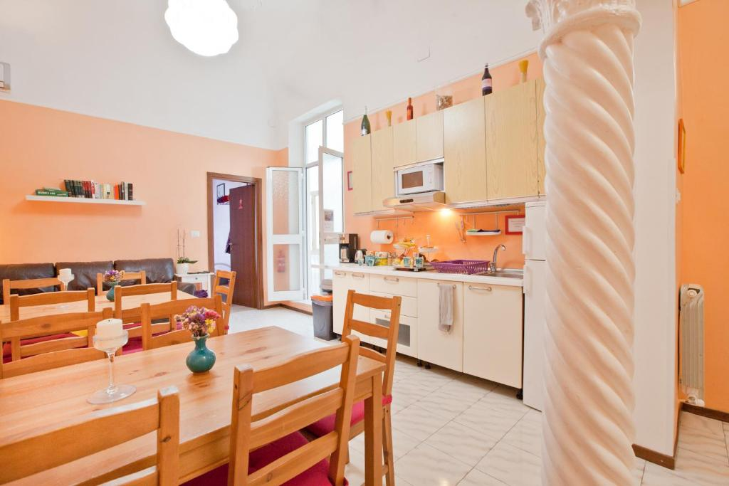 A kitchen or kitchenette at Hostella Female Only