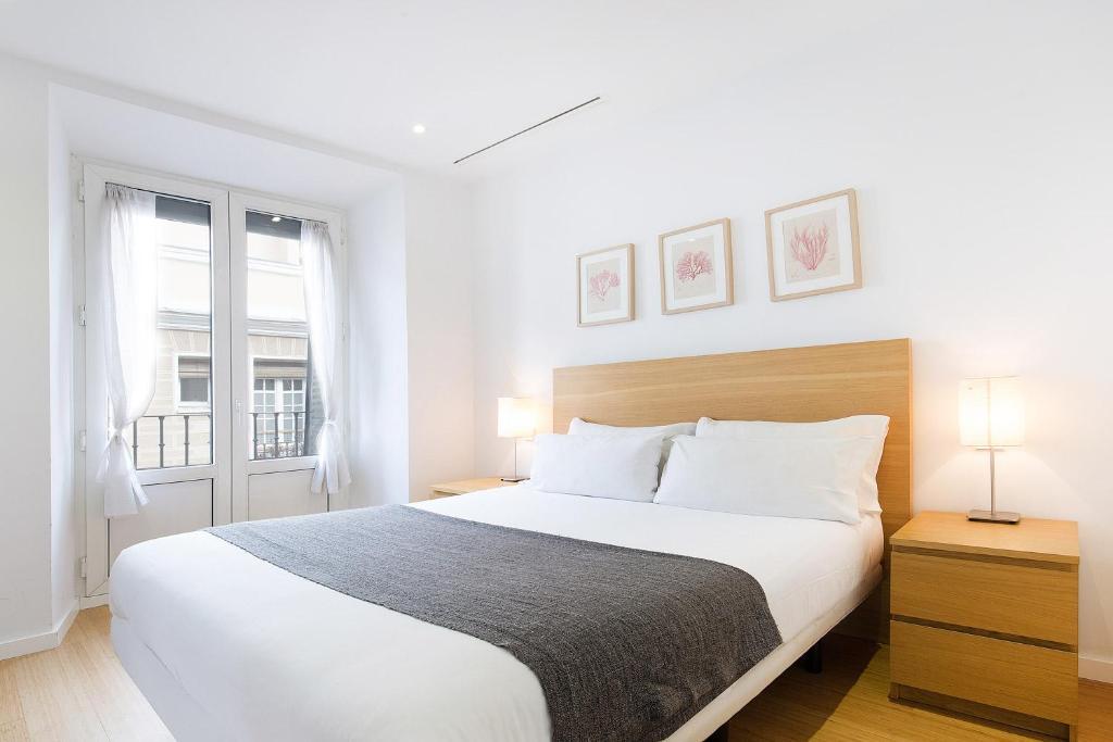 Tempat tidur dalam kamar di Apartamentos San Lorenzo 26