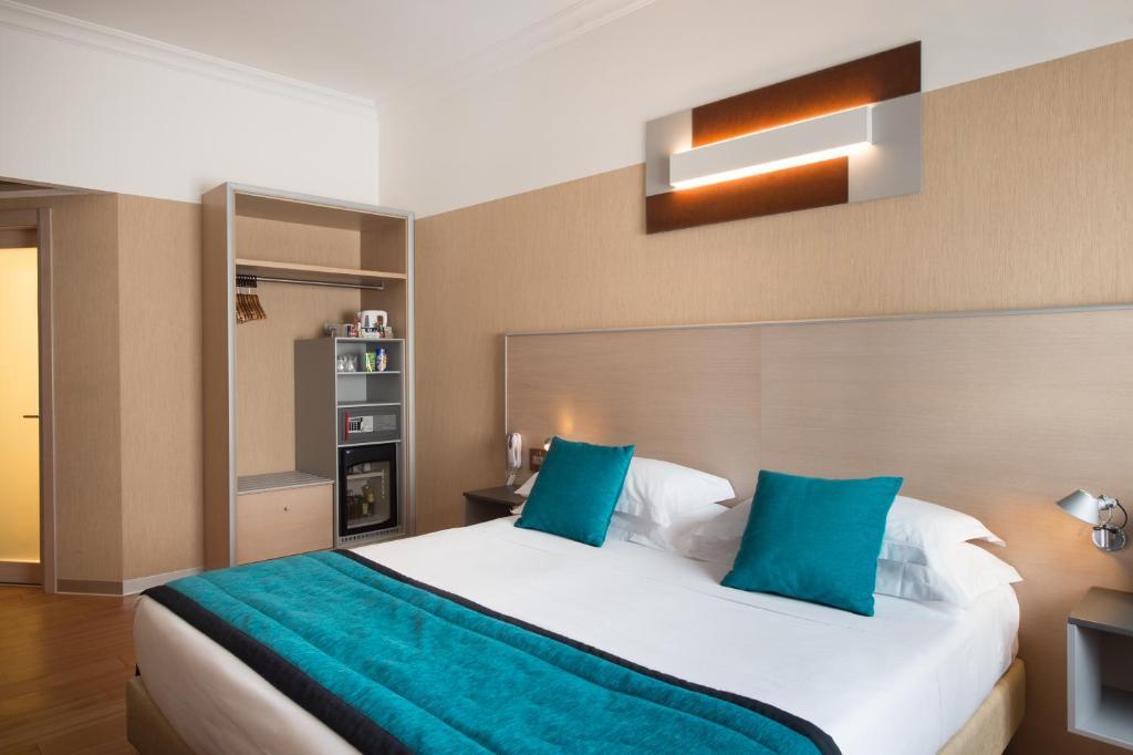 سرير أو أسرّة في غرفة في فندق بيست ويسترن بلص سيتي