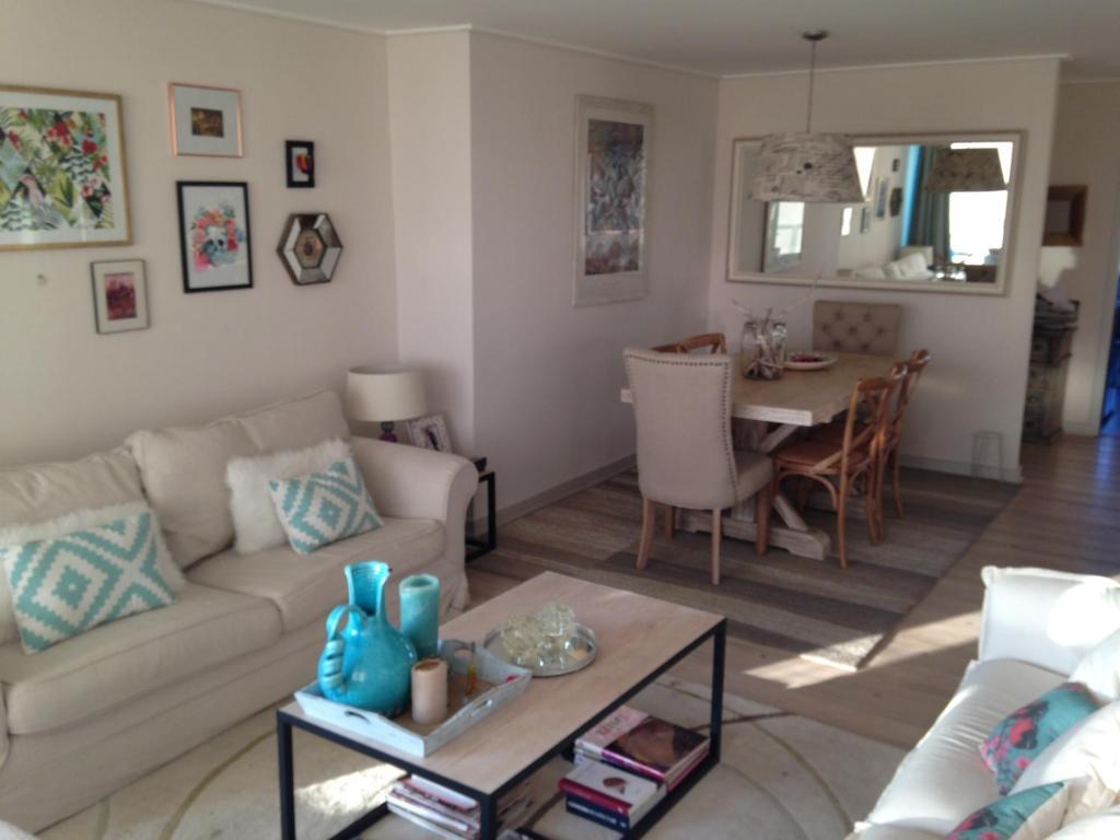 A seating area at Apartamento Vistamar Concon