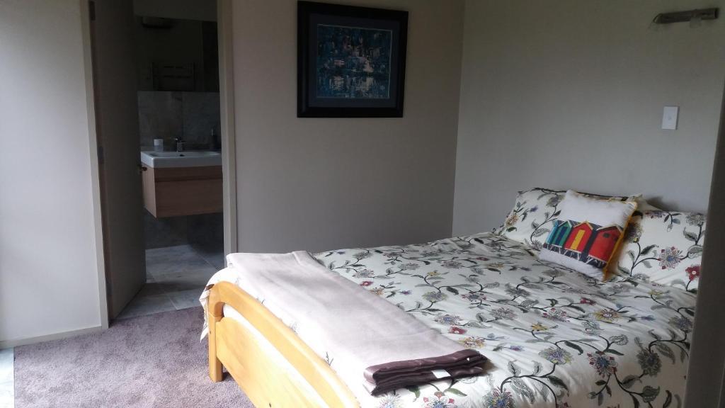 En eller flere senger på et rom på Idylic Country Garden