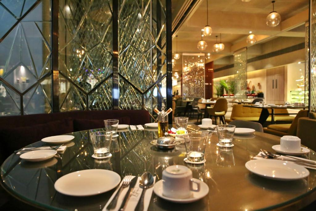 Stupendous Hotel Sea Princess Mumbai India Booking Com Interior Design Ideas Oxytryabchikinfo