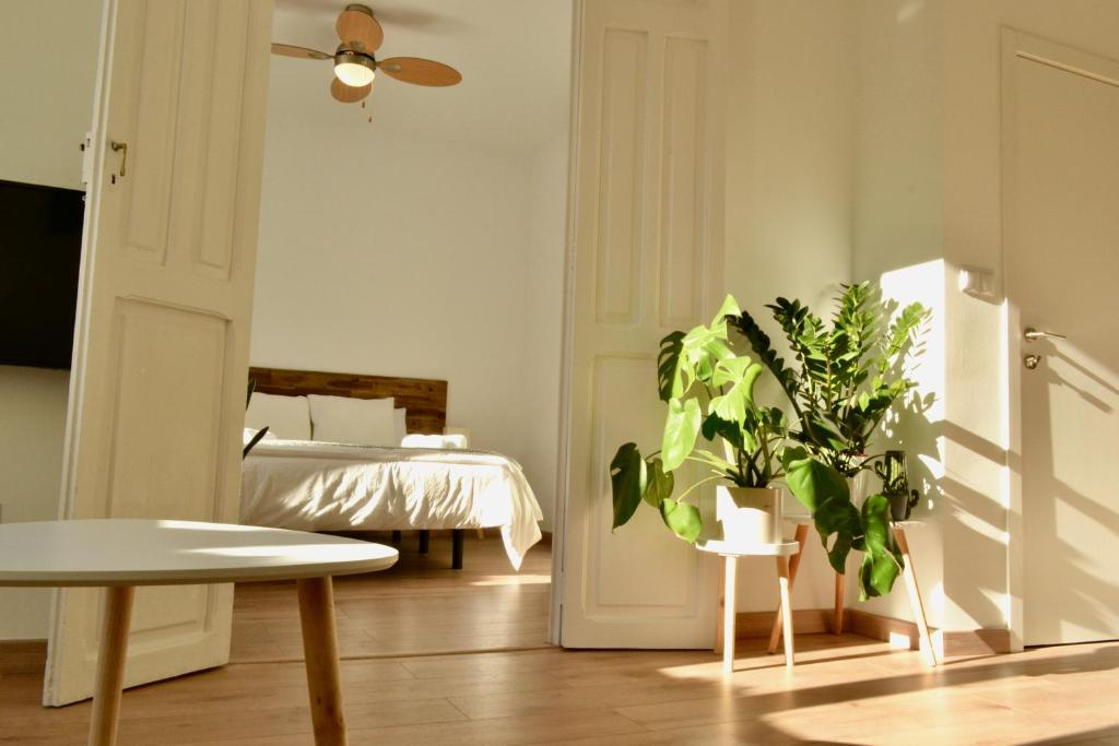 A bed or beds in a room at Hola Valencia - Holiday Apartments
