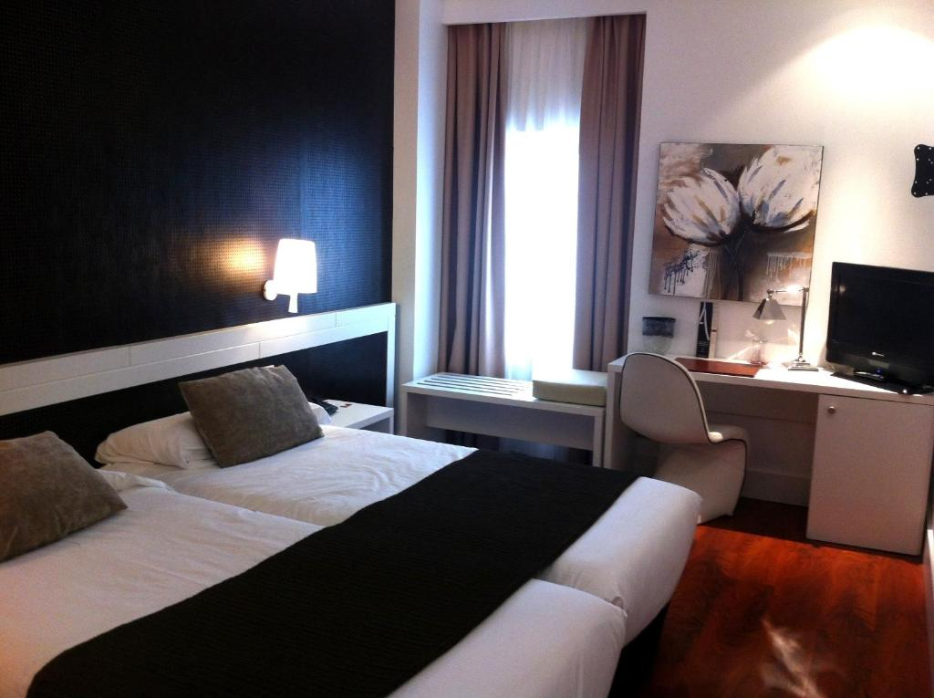 Hotel Amura Alcobendas, Spain - Booking.com