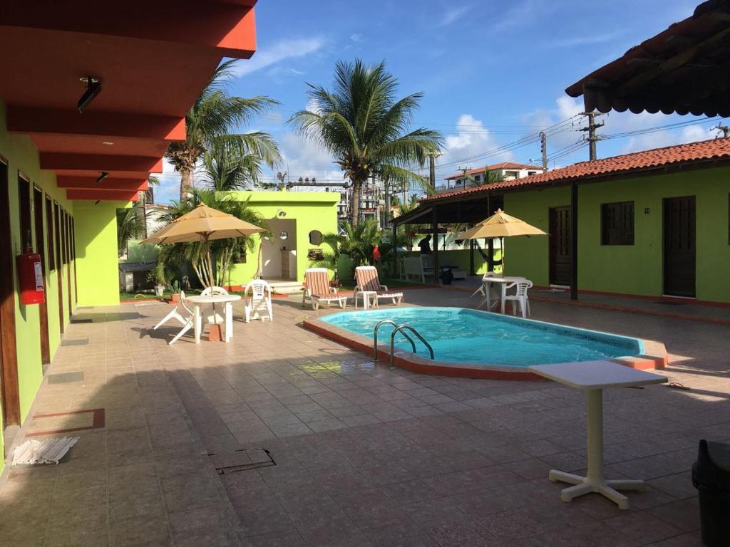 A piscina localizada em Pousada Fragata ou nos arredores