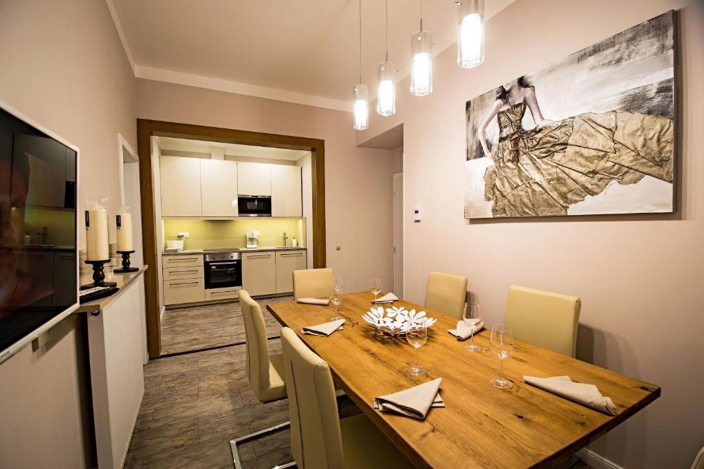 Küche/Küchenzeile in der Unterkunft Ruterra By Golden Lady's 3BDR Loft