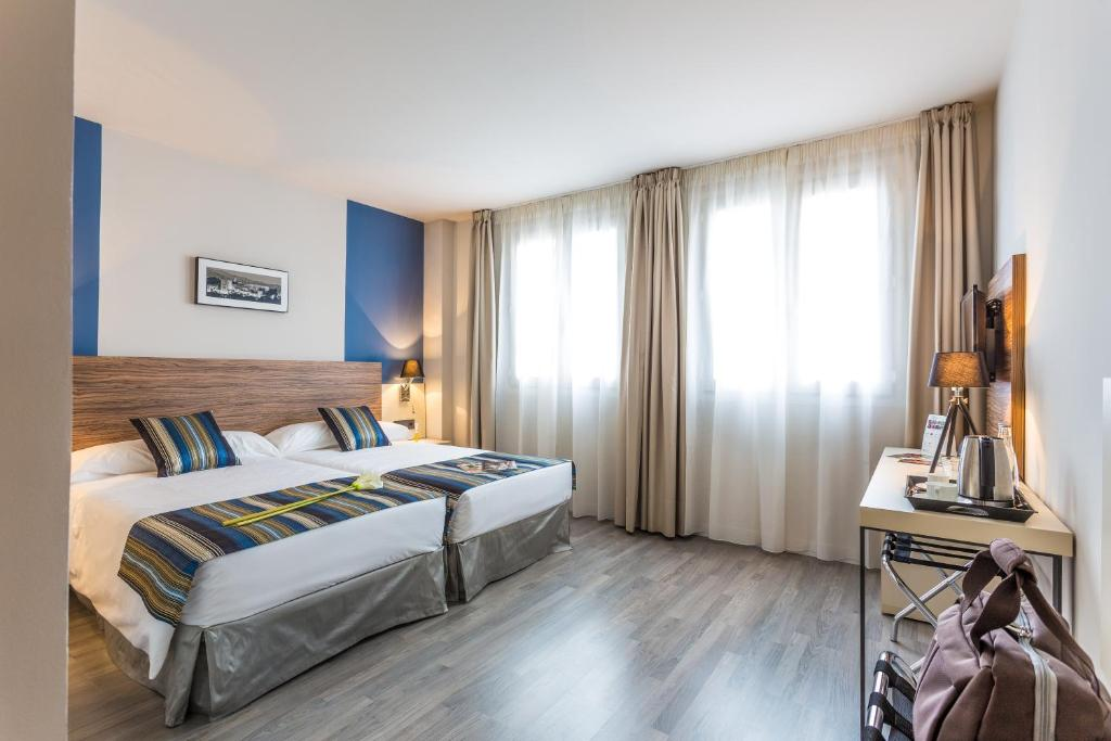 A bed or beds in a room at Hotel Urban Dream Granada