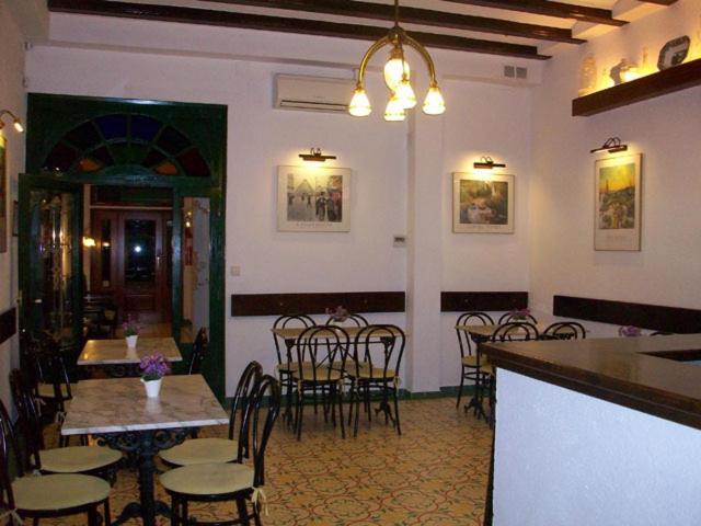 Un restaurante o sitio para comer en Hotel Mitus