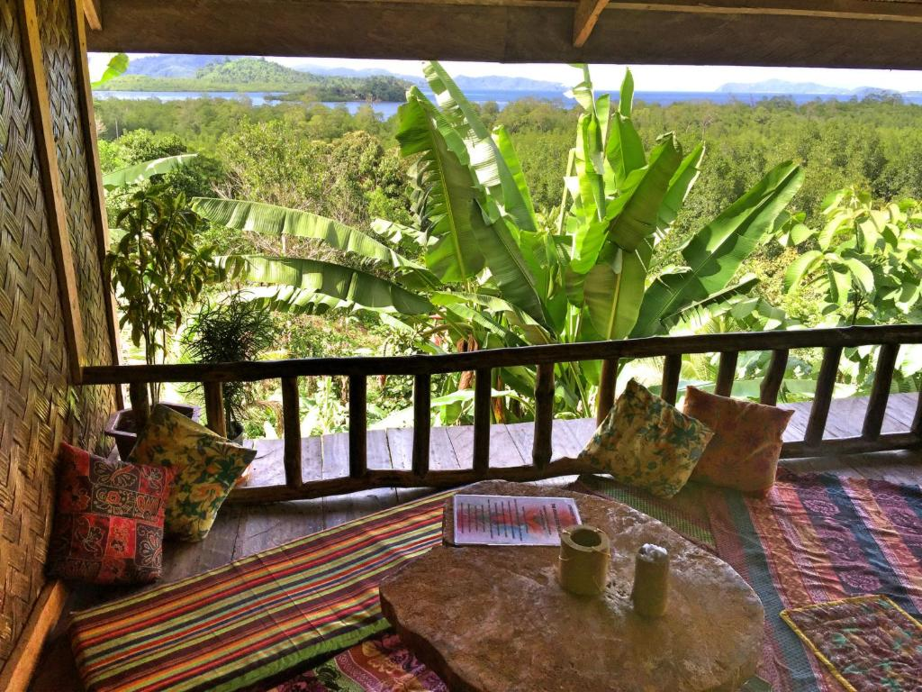 Een balkon of terras bij Jungle Bar Restaurant & Hut