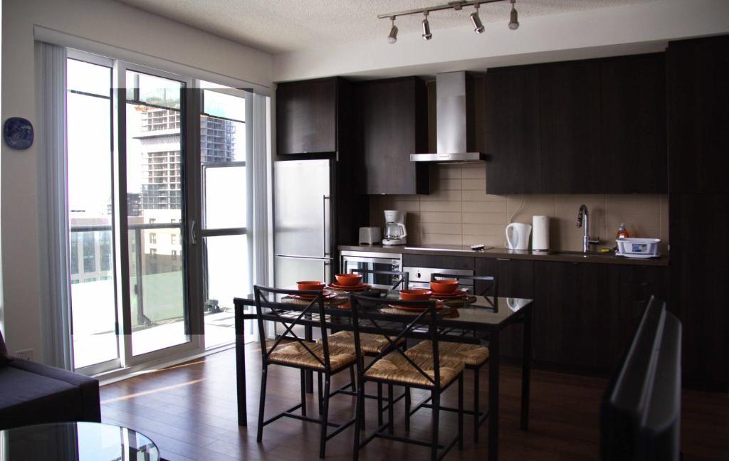 Stupendous Coral 1 Bedroom Apartment Toronto Canada Booking Com Interior Design Ideas Jittwwsoteloinfo