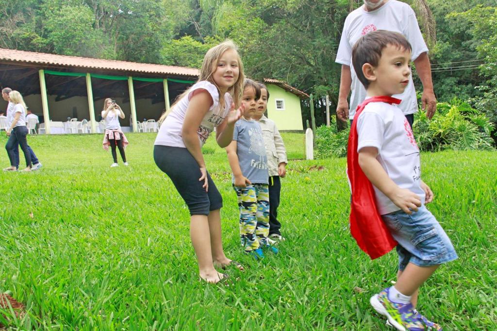 Crianças ficando em Encanto da Mata - Eco Resort