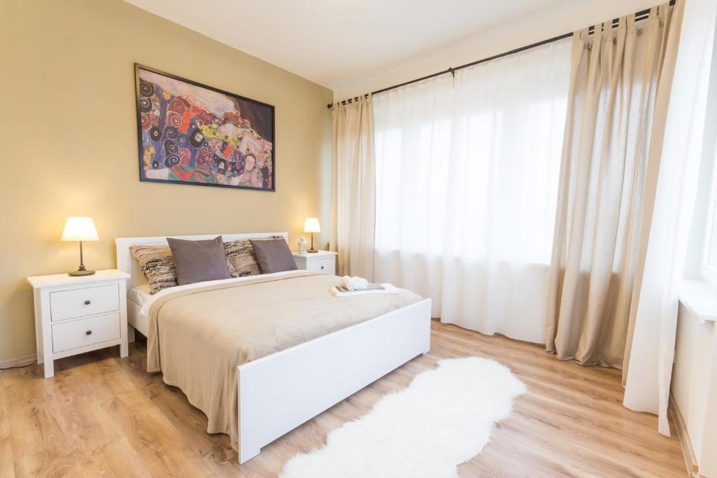 Cama ou camas em um quarto em Millben Apartment - Zizkov Tower