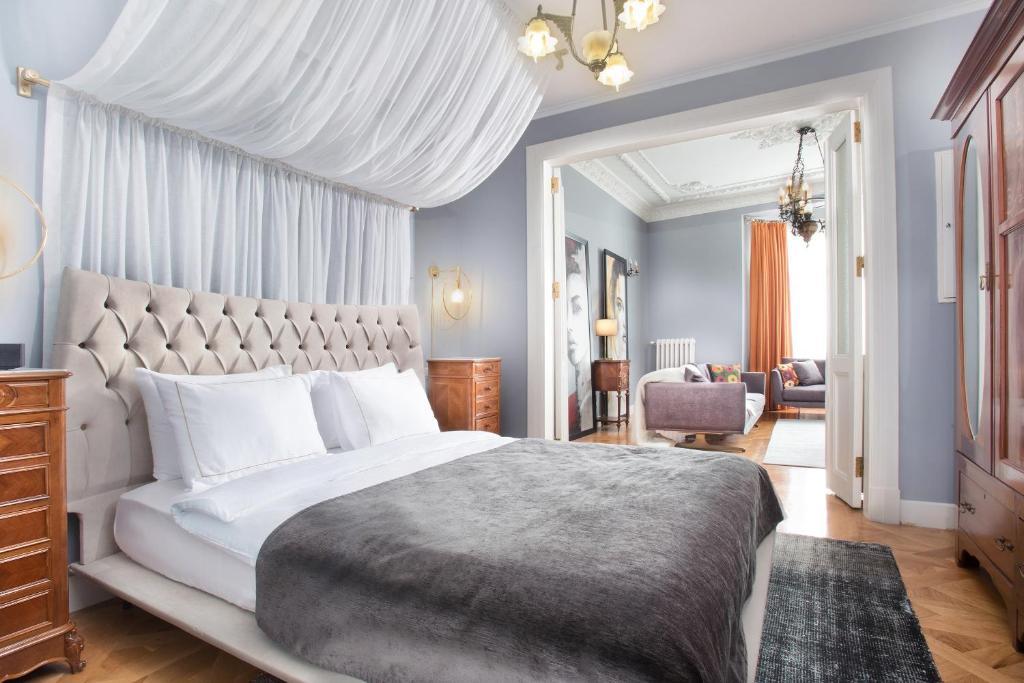Кровать или кровати в номере Walton Hotels Taksim Pera