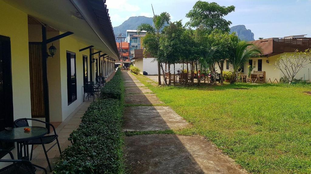 3 Bees Resort