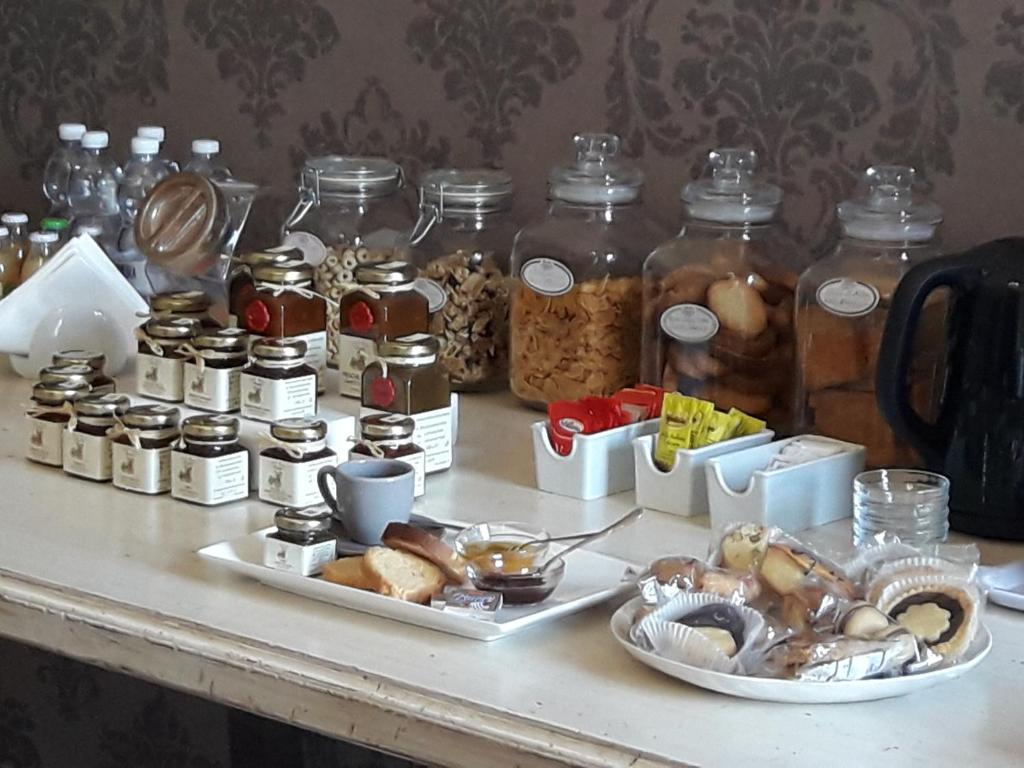 Breakfast options available to guests at B&B Del Piazzo