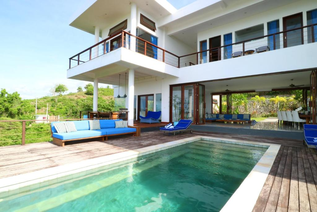 The swimming pool at or close to Villa Nambung