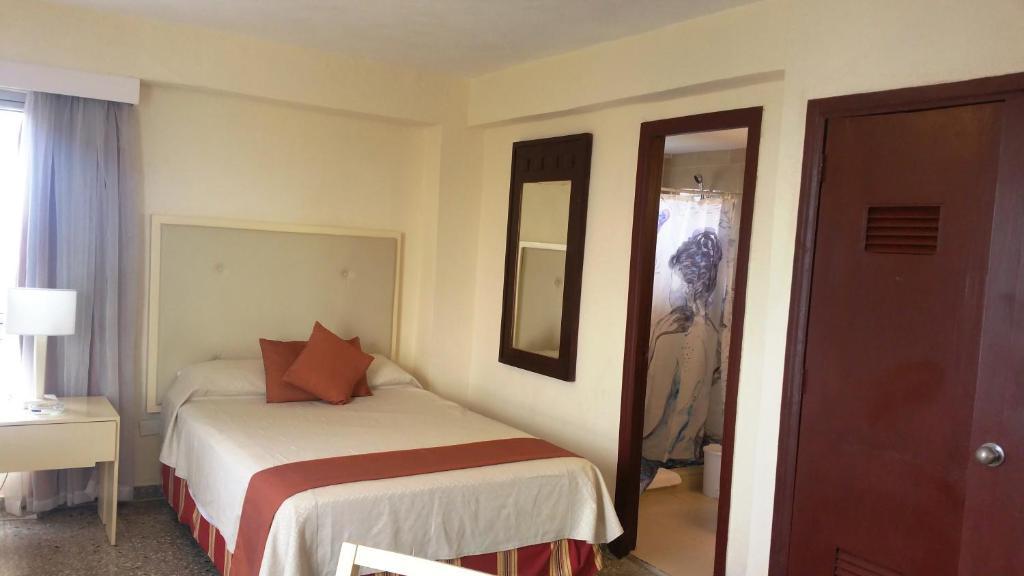 Resultado de imagen para hotel deauville cuba