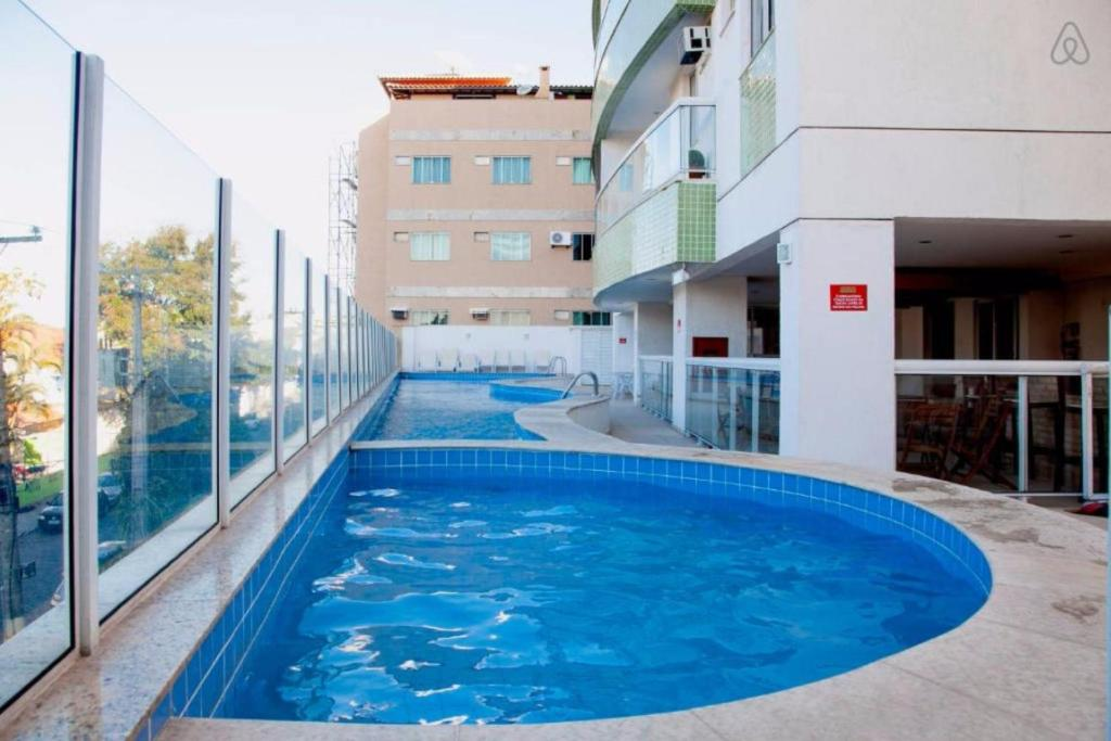 The swimming pool at or near Apartamento Lopes em Cabo Frio