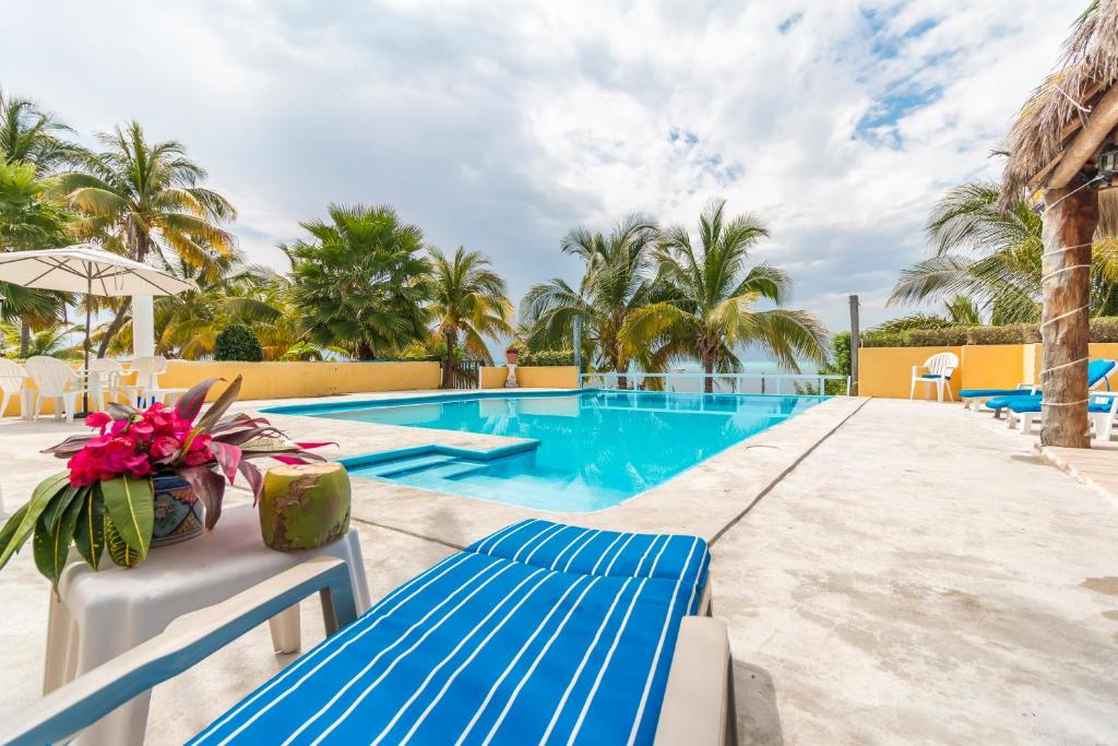 A piscina localizada em Casa Bonita and villas ou nos arredores