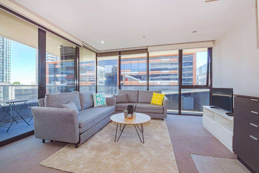 Superb Spacious Docklands 2 Bedroom 2 Bathroom Apartment Melbourne Download Free Architecture Designs Ponolprimenicaraguapropertycom