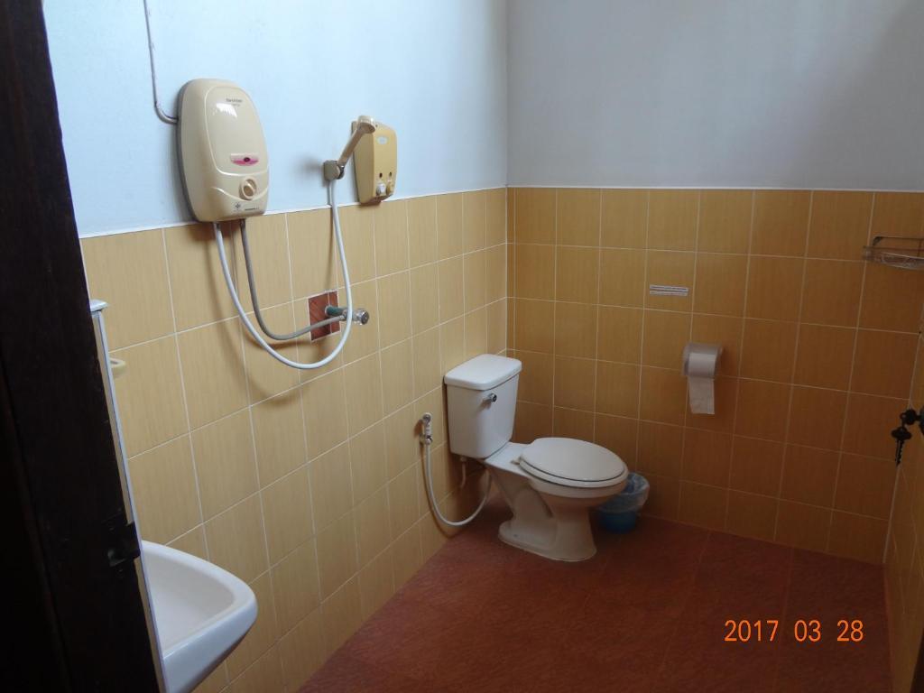 A bathroom at At Home Sukhothai