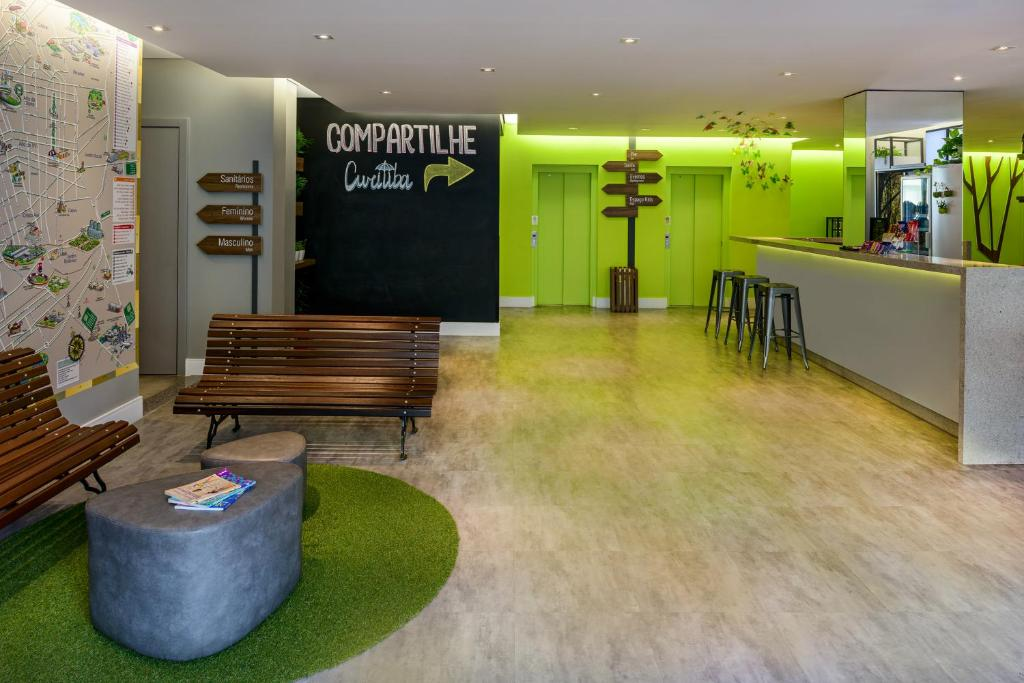 The lobby or reception area at Ibis Styles Curitiba Centro Cívico