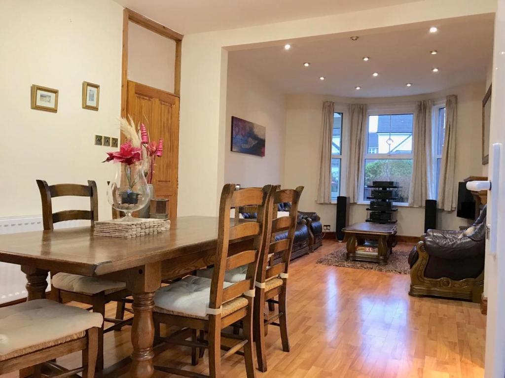 Family Home on Galloway, Hamilton – Rezervujte si so zárukou najlepšej.