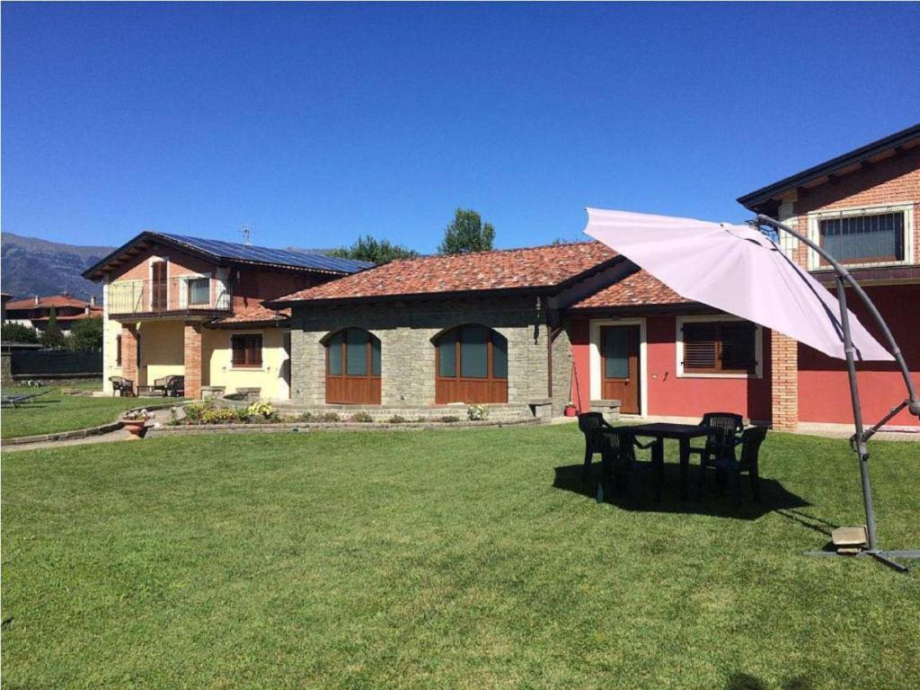 Villa CASA VACANZA con piscina (Italia Villafranca in ...