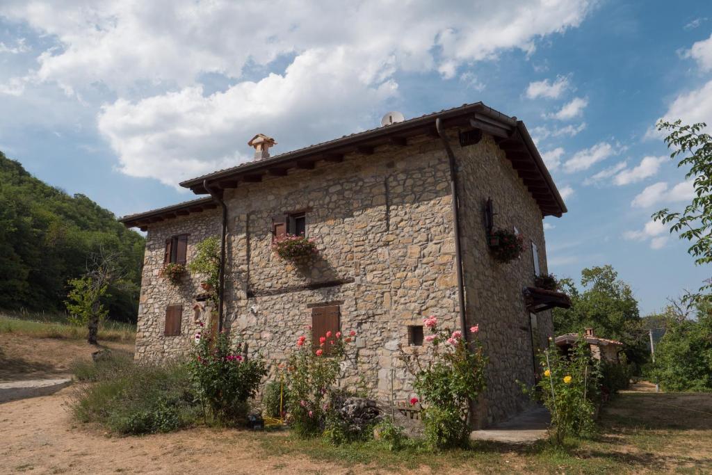 Farm Stay La Piana Dei Castagni, Castel d'Aiano, Italy ...