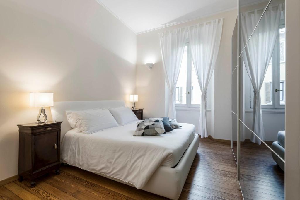 A bed or beds in a room at Suite Leonardo da Vinci